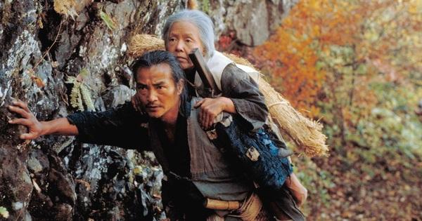 """Bàn với vợ mang mẹ già lên núi vứt, con trai chết lặng trước """"sự cố"""" xảy ra vào chiều ngày hôm sau"""