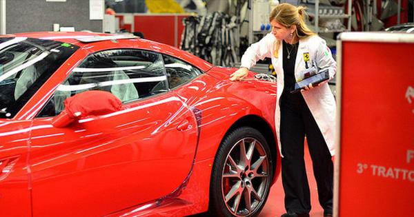 Nhân viên Ferrari bán xe 'tiền tỷ' như thế nào? Họ kiếm được bao nhiêu mỗi năm?