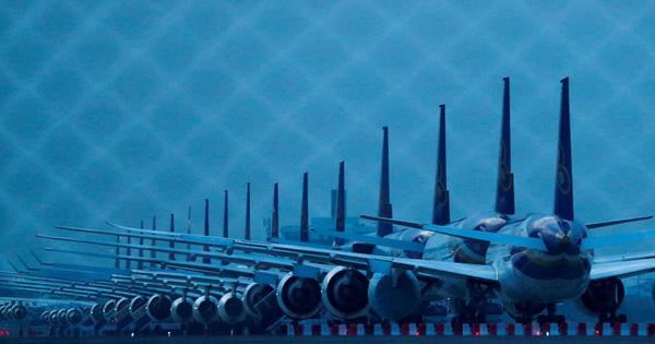 24h qua ảnh: Máy bay Thái Lan nằm dài trên đường băng vì dịch Covid-19