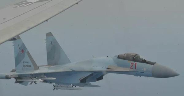 """Su-35 Nga """"uy hiếp"""" máy bay tuần thám P-8A Mỹ: 65 phút đối đầu đầy kịch tính"""