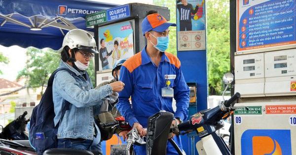Ngày mai, giá xăng sẽ tăng gấp đôi lần trước?