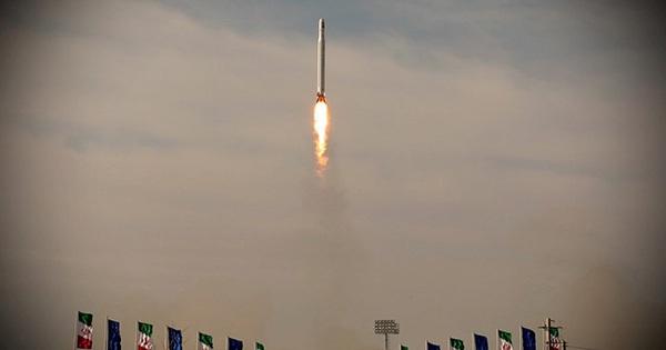 Vụ phóng vệ tinh quân sự Iran - Động thái thách thức lệnh trừng phạt Mỹ