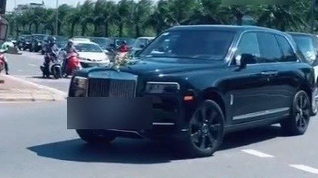 Clip: Chú rể dẫn cả dàn xế hộp trăm tỉ đến sân bay Nội Bài, đón cô dâu đi chuyên cơ riêng từ TP.HCM ra Hà Nội