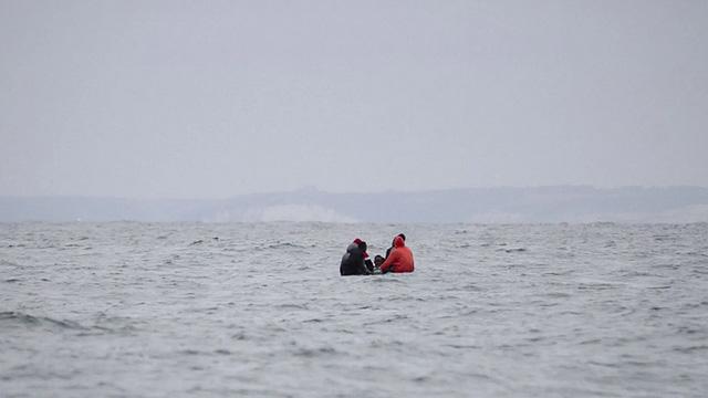 Anh dự định dùng lưới đánh cá để ngăn chặn người nhập cư trái phép
