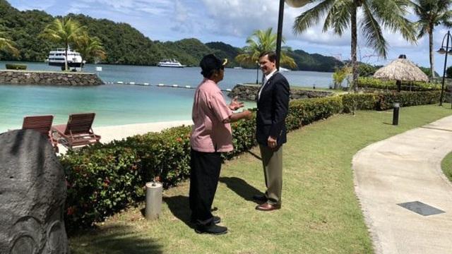 """Bộ trưởng Quốc phòng Mỹ bất ngờ thân chinh đến quốc đảo nhỏ bé: """"Tranh giành"""" với TQ?"""