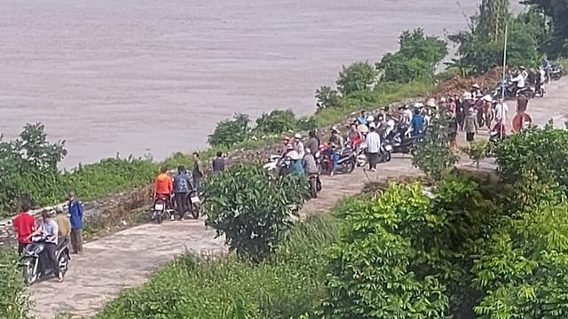 Thiếu nữ 16 tuổi bất ngờ trèo qua lan can cầu  nhảy xuống sông, người dân ứng cứu bất thành