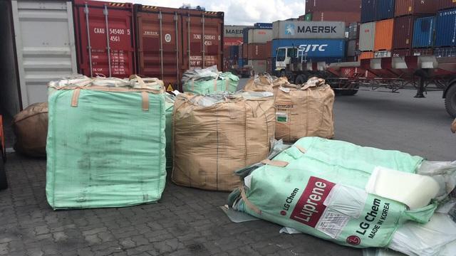 Ngụy trang lượng lớn mỹ phẩm, giày hàng hiệu trong container nhập lậu từ Hàn Quốc về TPHCM