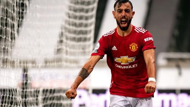 Man United thắng đậm thót tim đầy hư cấu, Bruno Fernandes vụt biến từ tội đồ thành người hùng