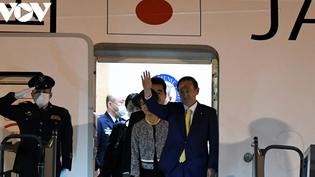 Hình ảnh Thủ tướng Suga Yoshihide và đoàn cấp cao Nhật Bản đến Nội Bài