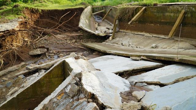Công trình thủy lợi 119 tỉ vừa hoàn thành đã hỏng, sửa xong lại tiếp tục tan nát