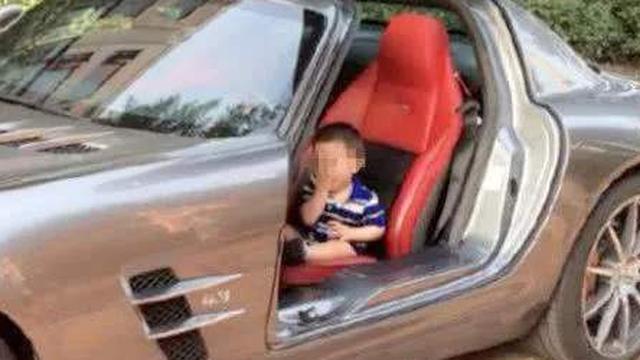 """Bị chỉ trích vì lái Rolls Royce tới trường đón con, phụ huynh đáp trả khiến tất cả """"câm nín"""""""
