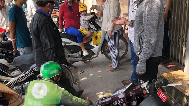 Bị cướp giật túi xách, người phụ nữ ngã xuống đường trọng thương