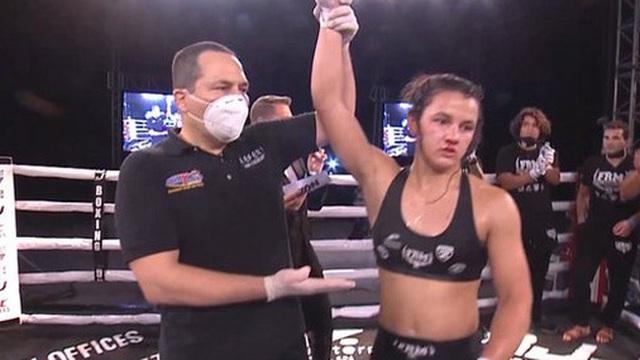 Ái nữ của huyền thoại Frank Mir có màn ra mắt MMA ấn tượng, đánh bại đối thủ có số tuổi nhiều gấp đôi