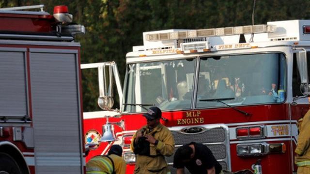 Máy bay Hải quân Mỹ lao vào nhà dân, 2 phi công thiệt mạng