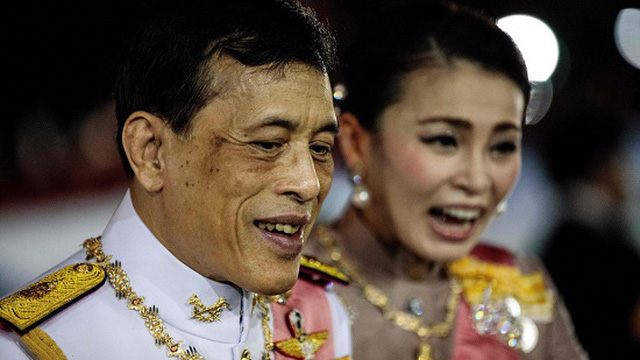 """Vua Thái Lan """"bí mật"""" nhập viện sau khi vệ sĩ riêng nhiễm COVID-19"""