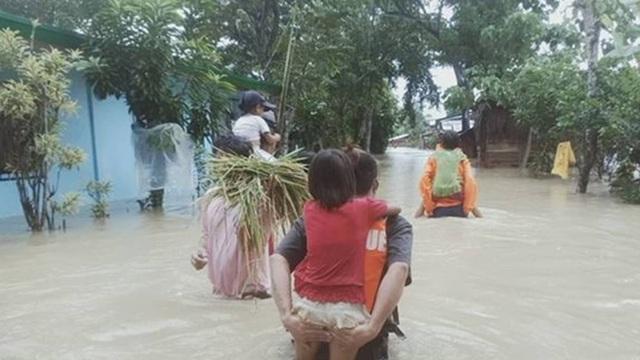 Philippines: Bão Molave 'càn quét' đảo Luzon khiến 12 ngư dân mất tích