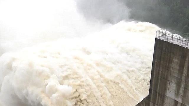 NÓNG: Thủy điện Đak Mi 4 có thể xả lũ đến 11.400 m3/giây, Quảng Nam đối diện lũ lịch sử