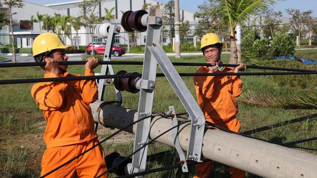 Thêm 1.412 kỹ sư, công nhân tham gia khắc phục lưới điện bị ảnh hưởng bão số 9