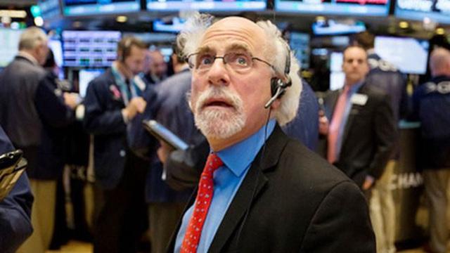Lo ngại về dịch bệnh và cuộc bầu cử khi ông Trump nhiễm Covid-19, màu đỏ bao trùm Phố Wall, Dow Jones có lúc mất hơn 400 điểm