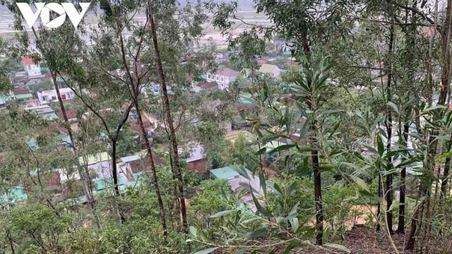 Nghệ An xuất hiện vết nứt dài trên núi Rày, di dời khẩn cấp 39 hộ dân