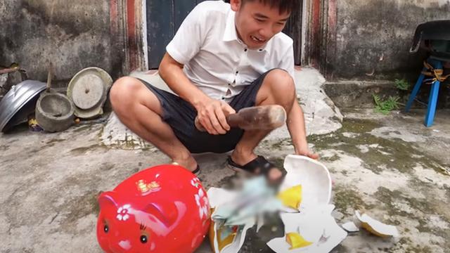 Con trai bà Tân Vlog lại bị phạt 10 triệu đồng vì đăng clip trộm tiền heo đất