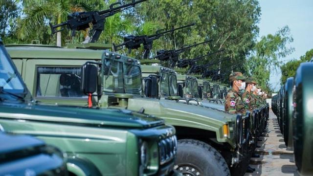 """Giữa lùm xùm ở Ream, Trung Quốc tặng trực tiếp """"quà nóng"""" cho lực lượng do con trai ông Hun Sen chỉ huy"""