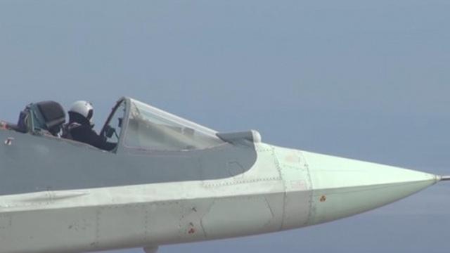 Xem phi công Nga lái siêu tiêm kích Su-57 mở buồng lái