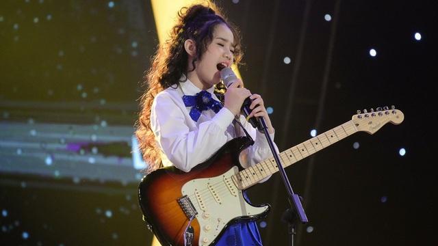 Sao nhí 11 tuổi Hoàng Thiên Nga: Con nuôi Bằng Kiều, hát 3 ngoại ngữ, chơi giỏi 4 nhạc cụ