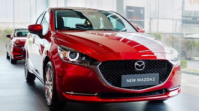 Đại lý xả hàng tồn: Mazda2 bản 'full option' dưới 500 triệu cạnh tranh Toyota Vios
