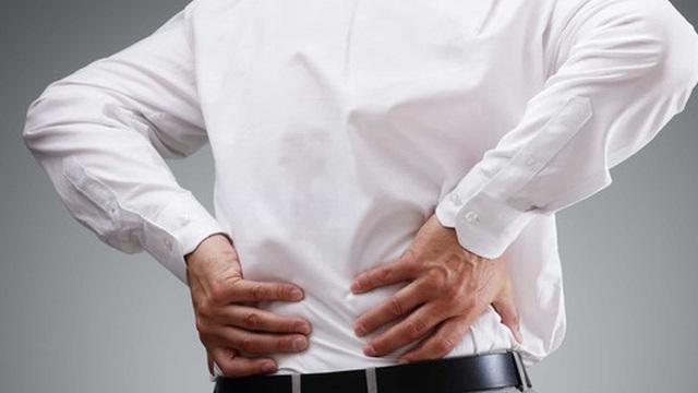 Không làm việc nặng khuân vác, sao lại hay bị đau lưng ?