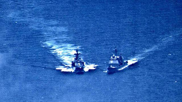 Khu trục hạm Đô đốc Shaposhnikov lừng lẫy của Nga còn cách tàu Arleigh Burke Mỹ bao xa?