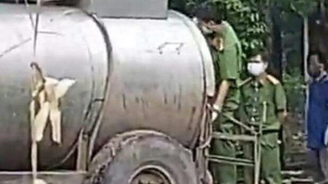 Hai vợ chồng chết bất thường trong bồn chứa phân