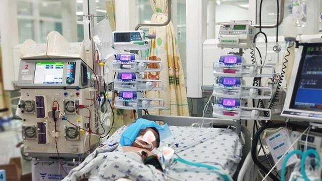 Cấp cứu hai bệnh nhi sốc nặng, suy đa tạng, chảy máu liên tục do sốt xuất huyết