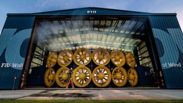 Đây là hệ thống quạt mạnh nhất thế giới, có thể tái tạo sức gió trên cả ngưỡng siêu bão cuồng phong