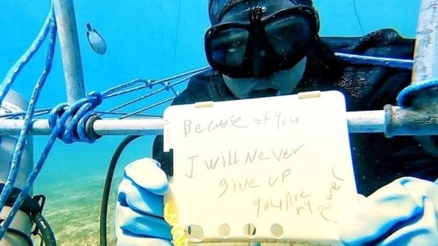 Thợ lặn Ai Cập lập kỷ lục sống 6 ngày liên tục ở dưới nước