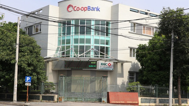 NÓNG: Bắt Giám đốc Ngân hàng Hợp tác xã Việt Nam chi nhánh Ninh Bình