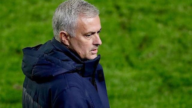 HLV Mourinho mỉa mai hài hước khi học trò nhiễm Covid-19
