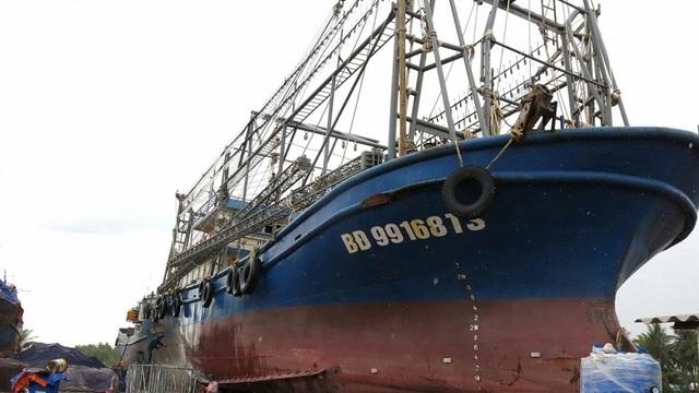 """50 chủ """"tàu vỏ thép 67"""" ở Bình Định nợ quá hạn hơn 300 tỷ đồng"""