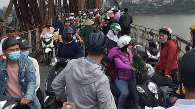 Hà Nội: Sau cuộc cãi vã với người phụ nữ, một nam giới bất ngờ nhảy từ cầu Long Biên tự tử