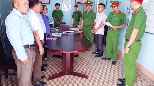 Bắt phó ban chỉ huy quân sự xã nhận hối lộ