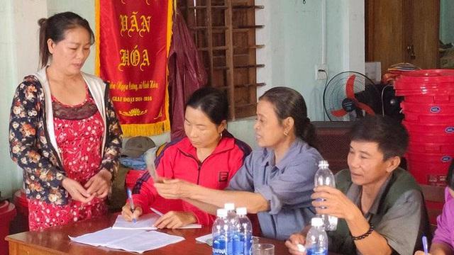 Trưởng thôn bị đánh nhập viện vì bị nghi kê thiếu danh sách nhận quà của ca sĩ Thủy Tiên