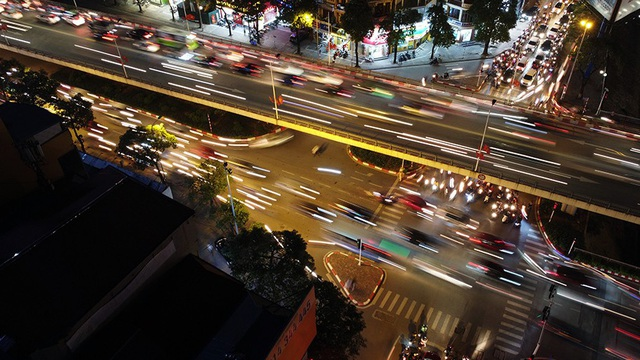 Cầu vượt 'trăm tỷ' và những nút giao thông nhiều tầng Hà Nội nhìn về đêm