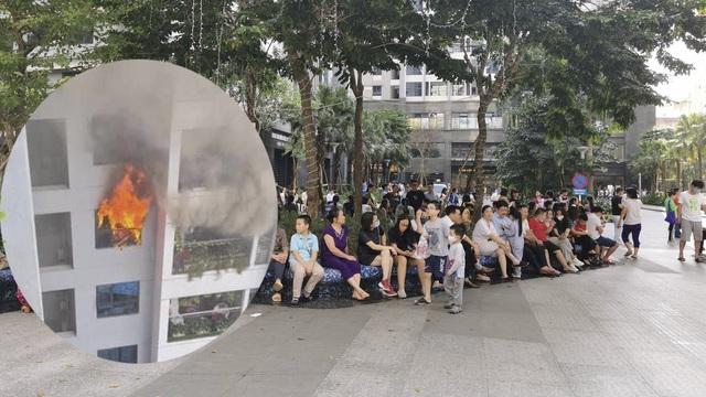 Cháy tầng 29 chung cư tại Hà Nội, nhiều người hốt hoảng bế con bỏ chạy