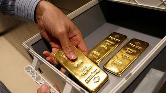 Giá vàng tiếp tục đi xuống, USD tự do tăng khá mạnh