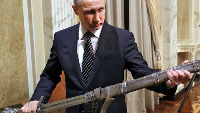 """Mỉm cười với Thổ Nhĩ Kỳ, """"thanh gươm"""" của ông Putin vẫn """"treo lơ lửng"""""""