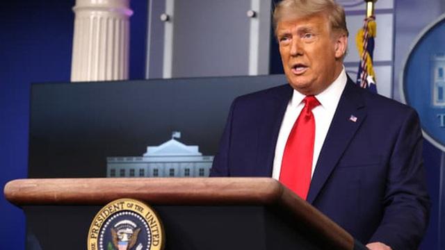 Ông Trump bất ngờ họp báo, nhưng chỉ trong… 1 phút