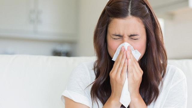 Xì mũi tưởng đơn giản nhưng sai cách rất nguy hiểm: Bác sĩ chỉ ra những tác hại nghiêm trọng