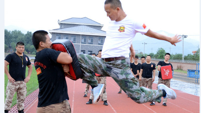 """""""Siêu vệ sĩ"""" Trung Quốc có võ công đỉnh cao, một đòn hạ gục đặc nhiệm Mỹ trong nháy mắt"""