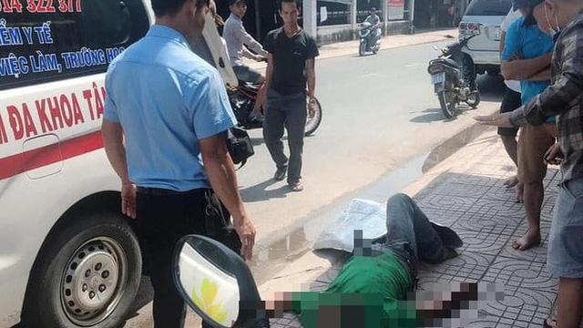 Người đàn ông bị bạn nhậu đâm tử vong với con dao dính trên bụng ở Sài Gòn