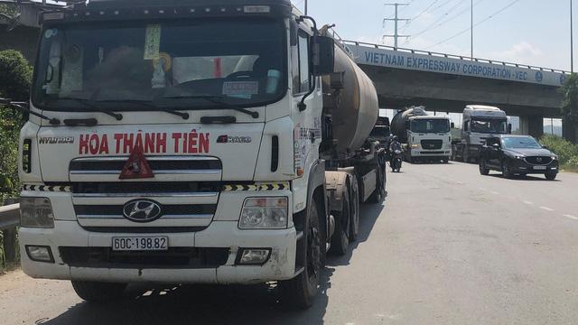 Ôm cua lên cao tốc TP HCM - Long Thành – Dầu Giây, người đàn ông bị xe bồn cuốn vào gầm chết thảm